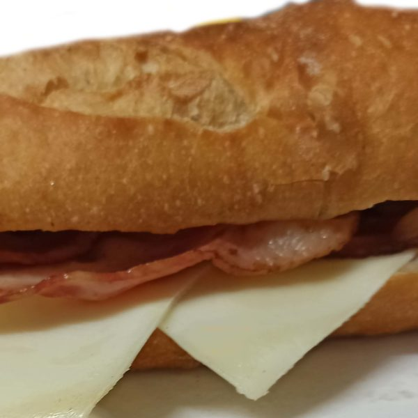 Bocadillo Beicon con queso